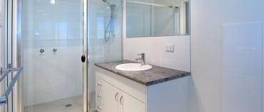 13 Robert St Loganlea Duplex Main Bathoom 2